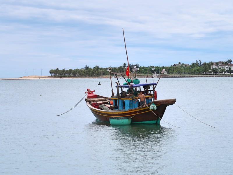 IMG_1967-fishing-boat.jpg