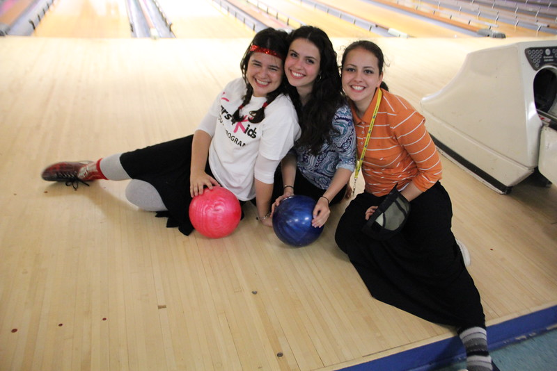 kars4kids_thezone_camp_GirlDivsion_trips_Bowling (13).JPG