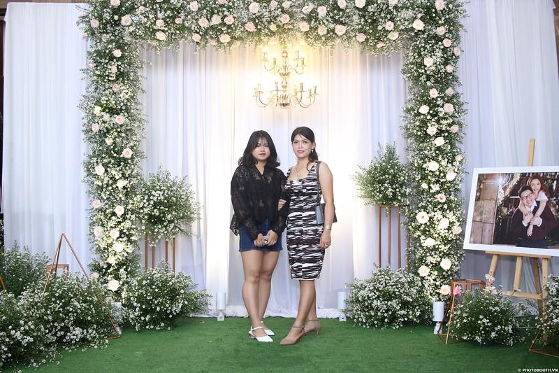 Vy-Cuong-wedding-instant-print-photo-booth-in-Bien-Hoa-Chup-hinh-lay-lien-Tiec-cuoi-tai-Bien-Hoa-WefieBox-Photobooth-Vietnam-018.jpg