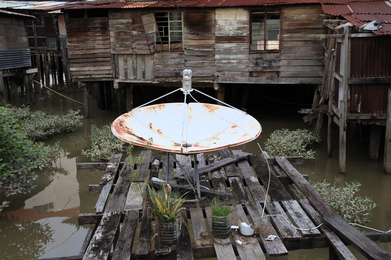 Slams slamsem ale satelita musi być