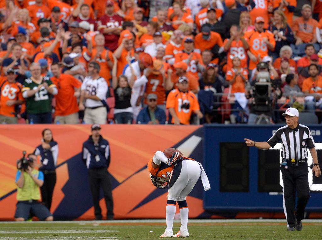 . Denver Broncos cornerback Chris Harris (25) takes a bow after intercepting the ball.  (Photo by Joe Amon/The Denver Post)