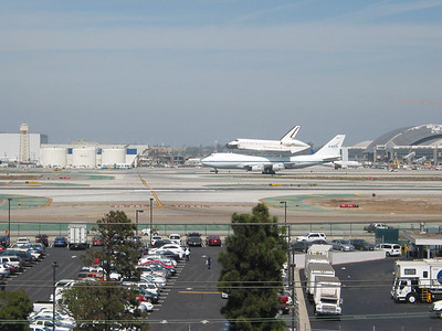 Space Shuttle Endeavor LAX Landing