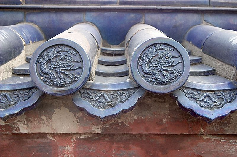 Dragons are also often carved into roofs.