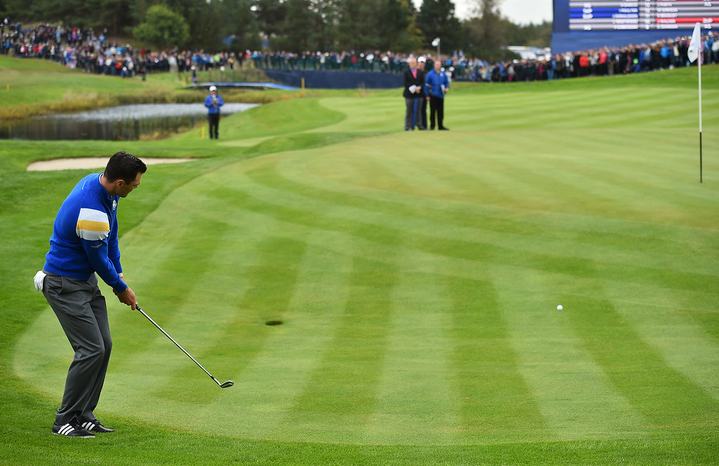 . Martin Kaymer of Germany putts on the sixteenth to secure victory in his singles matches at Gleneagles in Scotland, on September 28, 2014, during the 2014 Ryder Cup competition between Europe and the USA.  AFP PHOTO / BEN STANSALL
