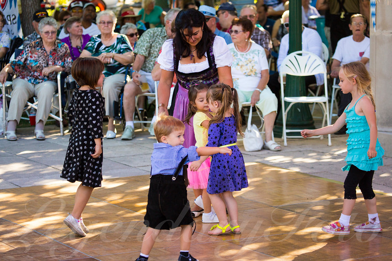 Children Dancing at Oktoberfest 2013