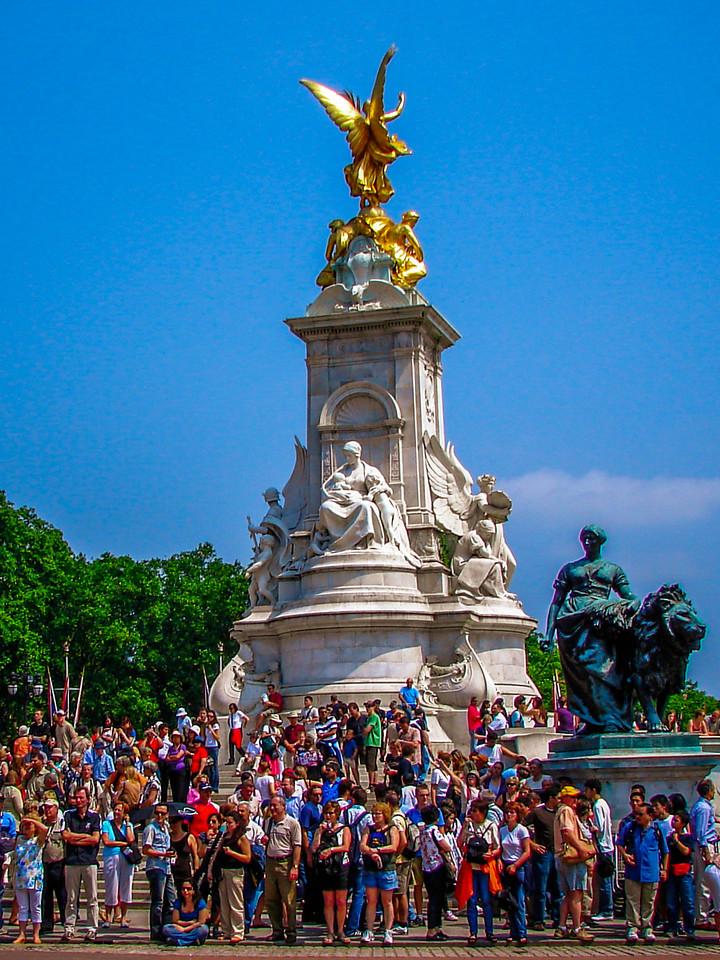 英国伦敦,街头围观