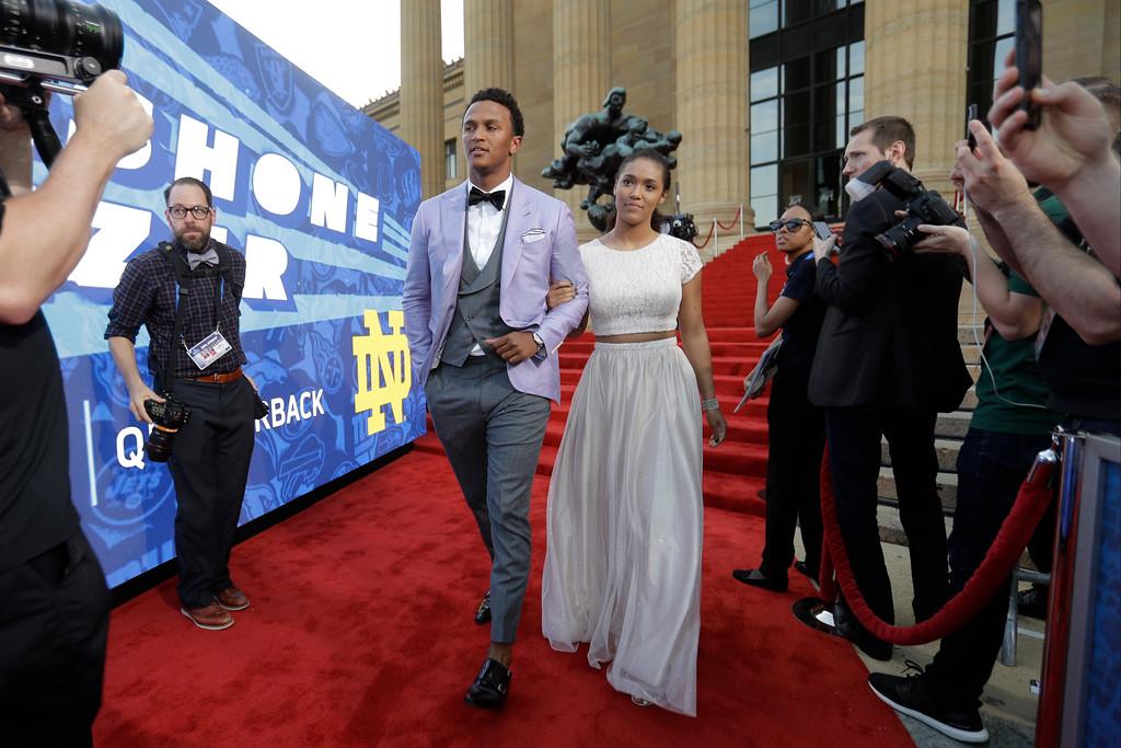 . Notre Dame\'s DeShone Kizer arrives for the first round of the 2017 NFL football draft, Thursday, April 27, 2017, in Philadelphia. (AP Photo/Julio Cortez)