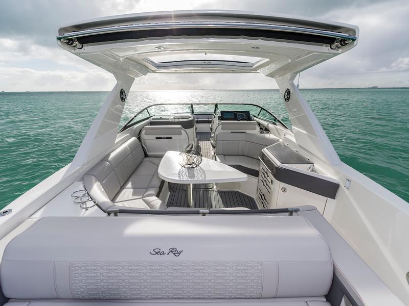2020-SLX-R-310-outboard-sunpad-looking-forward-01.jpg