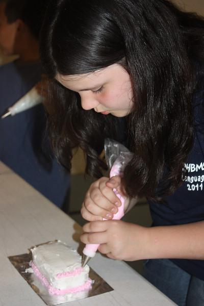 Mid-Week Adventures - Cake Decorating -  6-8-2011 116.JPG