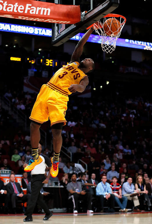 . Cleveland Cavaliers Dion Waiters dunks during the NBA BBVA Rising Star Challenge basketball game in Houston, Texas, February 15, 2013. REUTERS/Lucy Nicholson