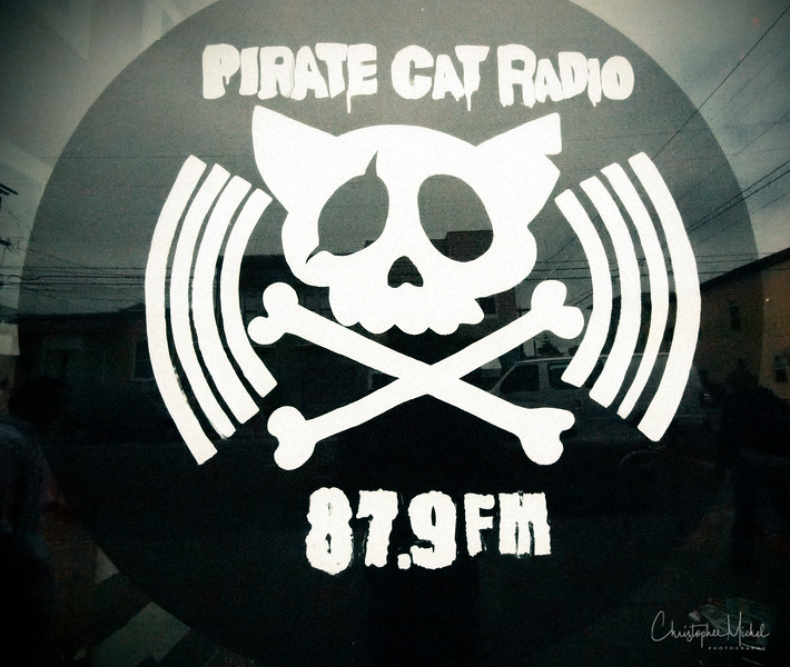 20100625_pirate_cat_radio_5049.jpg