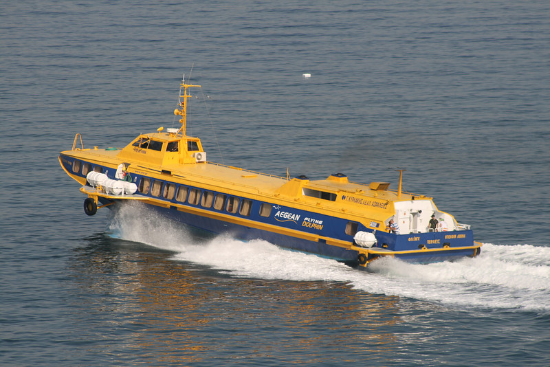 2011 - Hydrofoil FLYING DOLPHIN ATHINA departing from Piraeus: speeding up.