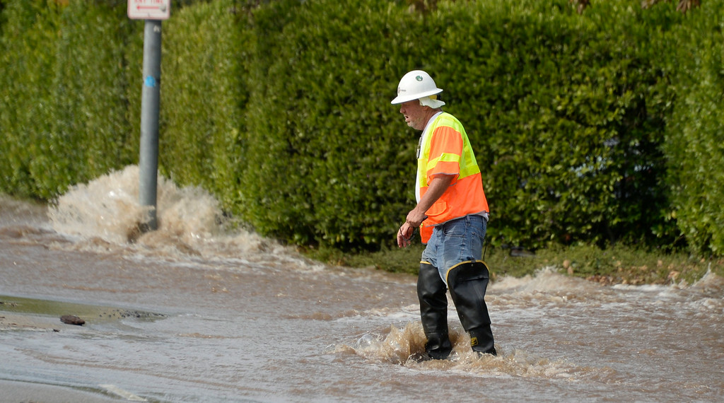 . July 29,2014. Westwood CA, A major water main break sent a geyser of water blasting through Sunset Boulevard north of the UCLA campus Tuesday, sending mud and water cascading down the street and inundating a number of vehicles as it made its way onto the campus. Photo by Gene Blevins/LA DailyNews