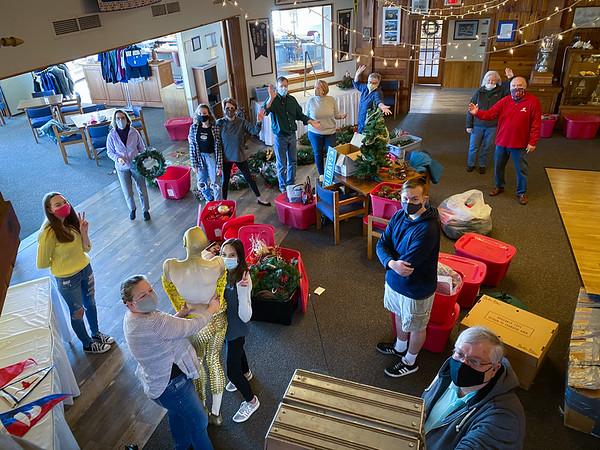 2020 Yacht Club Christmas Decorating
