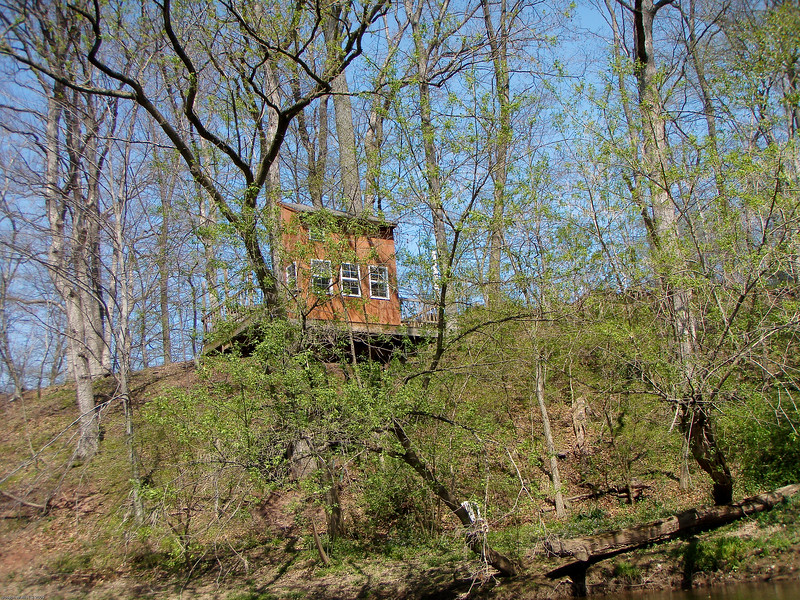 Tree houses seem to be the thing along this range