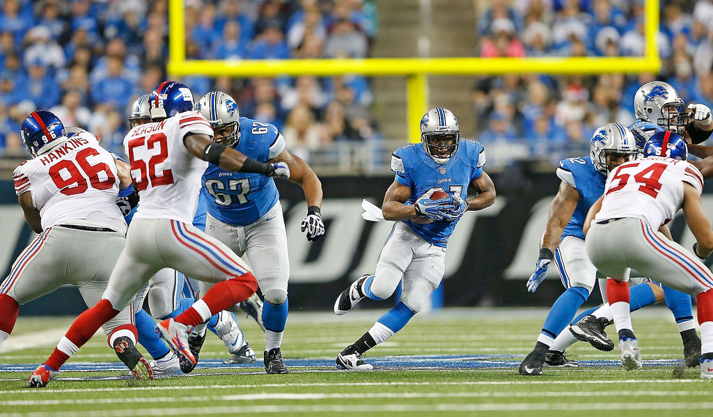. Reggie Bush #21 of the Detroit Lions runs for a short gain during the second quarter of the game against the New York Giants at Ford Field on December 22, 2013 in Detroit, Michigan.  (Photo by Leon Halip/Getty Images)