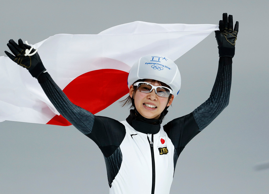. Gold medalist Nana Takagi of Japan celebrates with the national flag after the women\'s mass start final speedskating race at the Gangneung Oval at the 2018 Winter Olympics in Gangneung, South Korea, Saturday, Feb. 24, 2018. (AP Photo/John Locher)