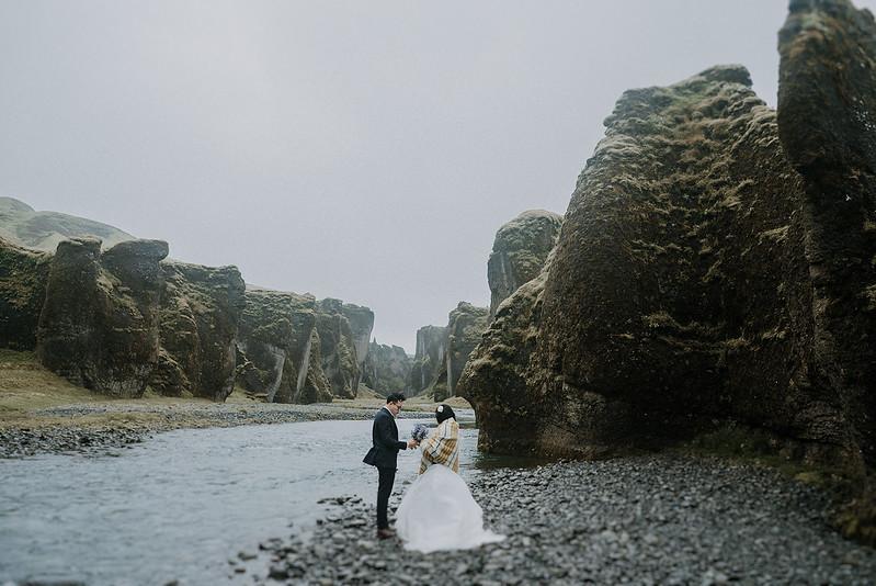 Tu-Nguyen-Destination-Wedding-Photographer-Iceland-Elopement-Fjaðrárgljúfur-16-150a-28.jpg