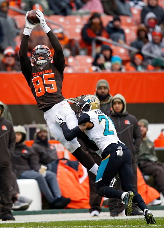 . Cleveland Browns tight end David Njoku (85) reaches for the ball as Jacksonville Jaguars cornerback A.J. Bouye (21) defends in the second half of an NFL football game, Sunday, Nov. 19, 2017, in Cleveland. (AP Photo/Ron Schwane)