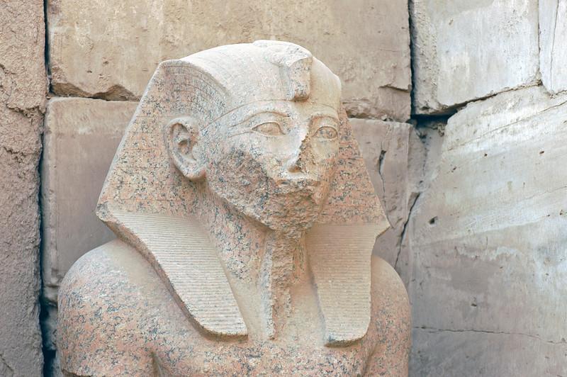 Karnak Temple 01.08.06 0028.jpg