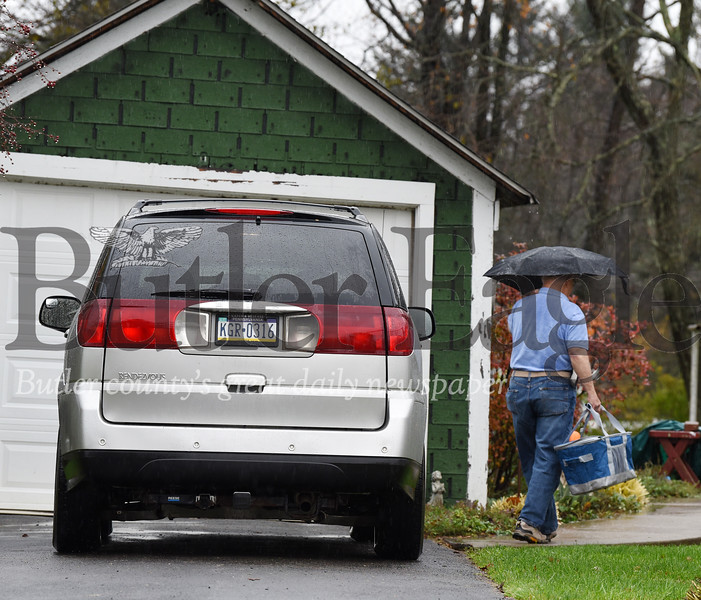 Harold Aughton/Butler Eagle: Larry Jack delivers one of many Meals on Wheels deliveries Thurs., Oct. 31.