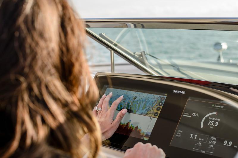 2020-SLX-R-310-outboard-lifestyle-36.jpg