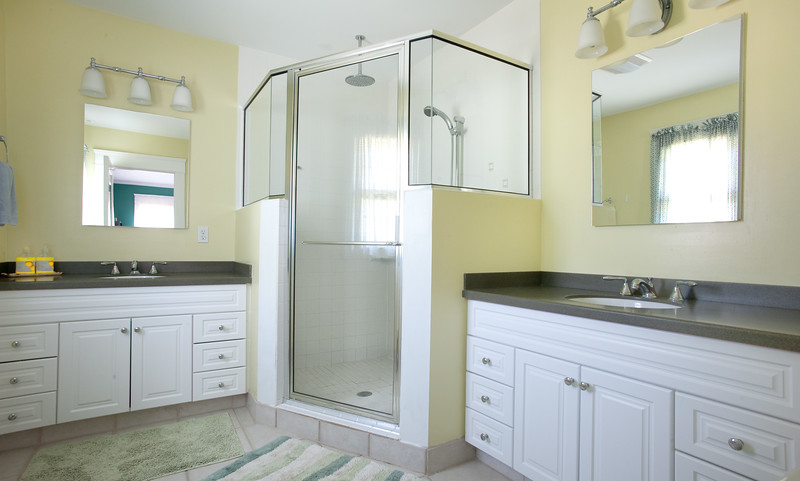 bathroom005.jpg