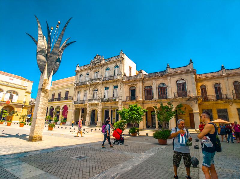 havana plaza vieja-2.jpg