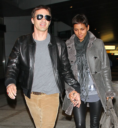 2010-11-16 - Halle Berry and Oliver Martinez
