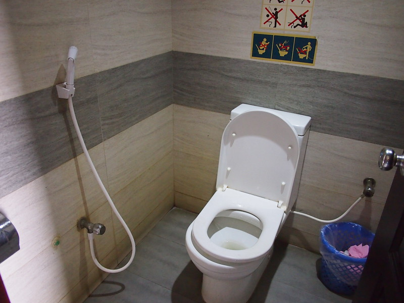 P2201145-bus-stop-toilet.JPG