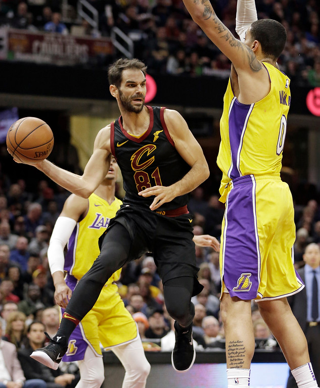 . Cleveland Cavaliers\' Jose Calderon (81), from Spain, looks to pass against Los Angeles Lakers\' Kyle Kuzma (0) in the first half of an NBA basketball game, Thursday, Dec. 14, 2017, in Cleveland. (AP Photo/Tony Dejak)