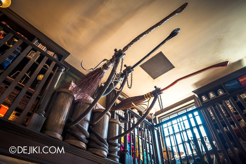 Universal Studios Japan - The Wizarding World of Harry Potter - Hogsmeade Dervish & Banges, Floating Brooms