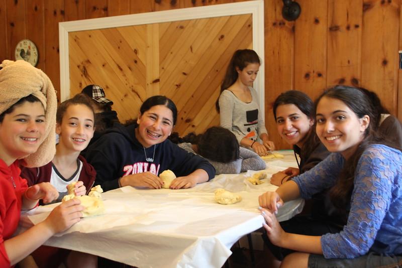 kars4kids_thezone_camp_girlsDivsion_activities_baking (31).JPG