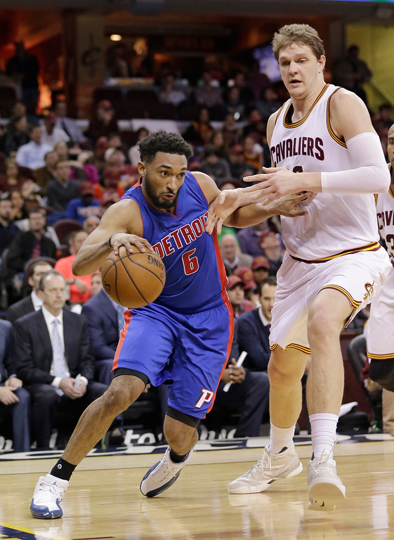 . Detroit Pistons\' Darrun Hilliard (6) drives past Cleveland Cavaliers\' Timofey Mozgov (20), from Russia, during the second half of an NBA basketball game Wednesday, April 13, 2016, in Cleveland. The Pistons won 112-110 in overtime. (AP Photo/Tony Dejak)