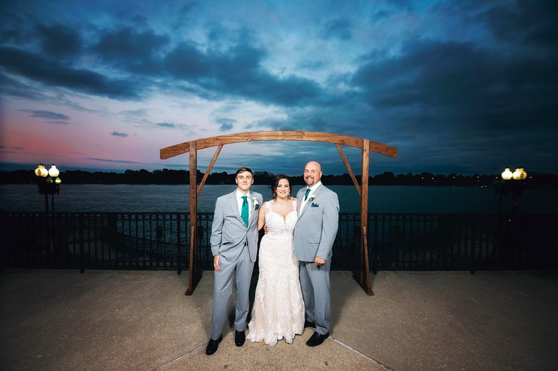 chateau-on-the-river-trenton-michigan-wedding-0322.jpg