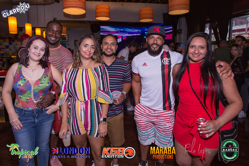 Grupo Clareou no Tropical Cafe