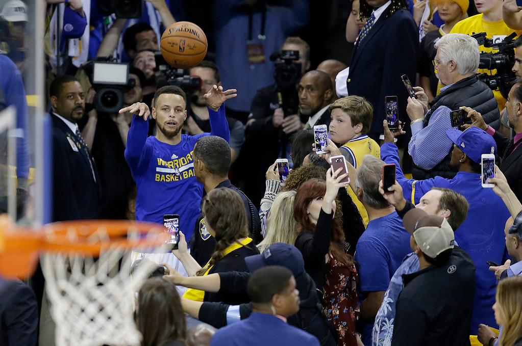 . Golden State Warriors guard Stephen Curry shoots from an aisle way while warming up before Game 5 of basketball\'s NBA Finals between the Warriors and the Cleveland Cavaliers in Oakland, Calif., Monday, June 12, 2017. (AP Photo/Ben Margot)
