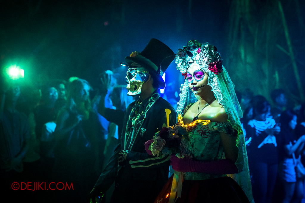 Halloween Horror Nights 6 - March of the Dead / Death March - The Couple Green