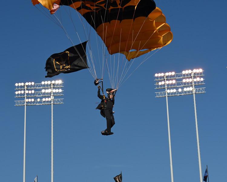 Golden Knights Army parachute team 05.jpg