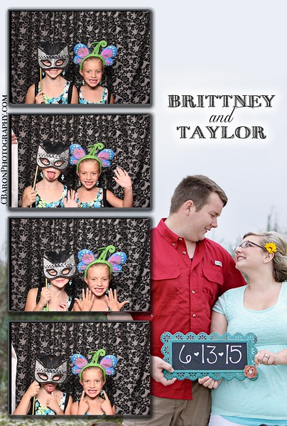 Brittney + Taylor = Swanky Photobooth