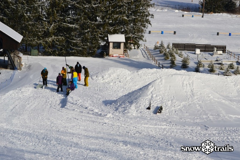 SnowTrailsBigAirPrep1_21_11_Image037.jpg