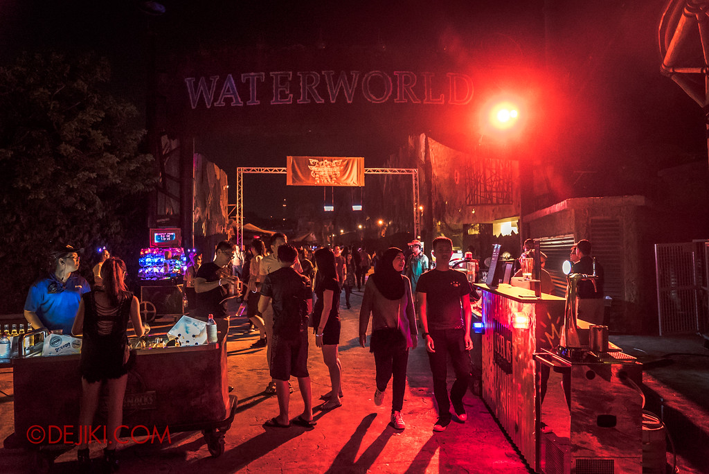 Halloween Horror Nights 7 Survival Guide - Food and Drinks bazaar at Waterworld entrance
