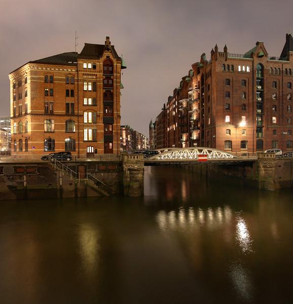 Speicherstadt Hamburg Fleet am Abend