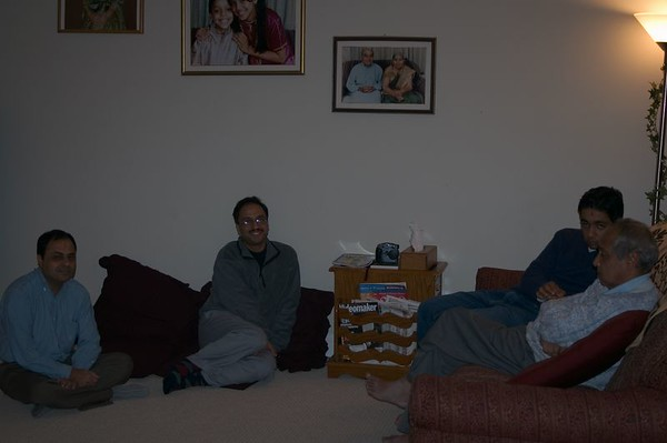 2004-11-26 Joshi Family in Harrisburg