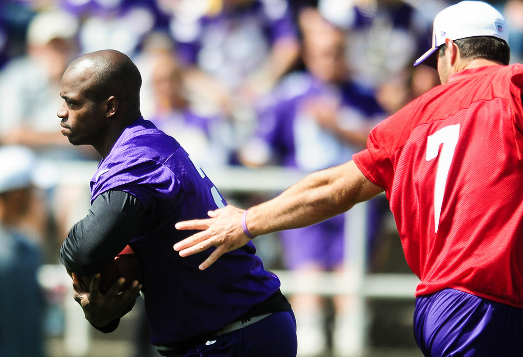 . Minnesota Vikings quarterback Christian Ponder, right, hands off to running back Adrian Peterson. (Pioneer Press: Ben Garvin)