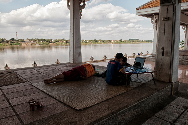 A family relaxing by the Mekong River.  Nong Khai, Thailand, 2012.