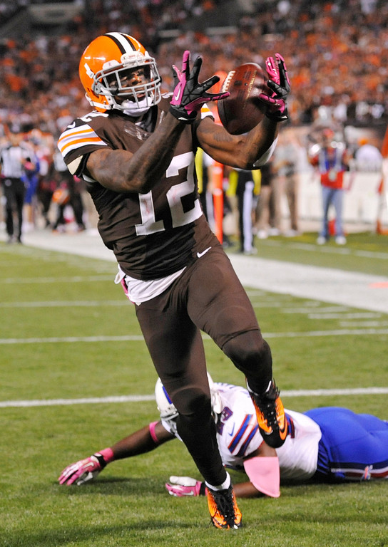 . Cleveland Browns wide receiver Josh Gordon (12) grabs a 37-yard touchdown pass against Buffalo Bills free safety Aaron Williams in the third quarter of an NFL football game Thursday, Oct. 3, 2013, in Cleveland. (AP Photo/David Richard)