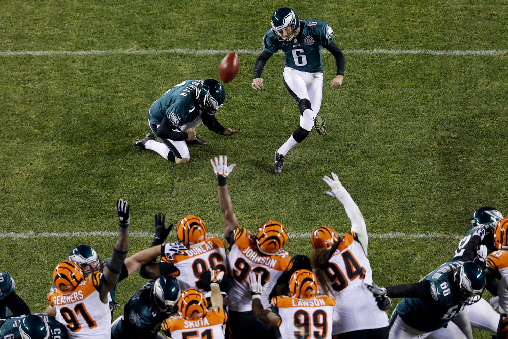 Description of . Philadelphia Eagles' Alex Henery, right, kicks a 22-yard field goal from a hold by Philadelphia Eagle's Mat McBriar in the first half of an NFL football game against the Cincinnati Bengals, Thursday, Dec. 13, 2012, in Philadelphia. (AP Photo/Matt Rourke)