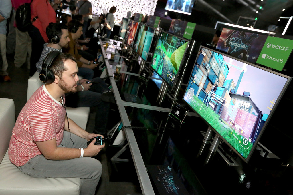 ". IMAGE DISTRIBUTED FOR MICROSOFT - Gamers play ""Crackdown 3\"" at the Xbox Media Showcase at E3 2017 in Los Angeles on Monday, June 12, 2017. (Photo by Casey Rodgers/Invision for Microsoft/AP Images)"