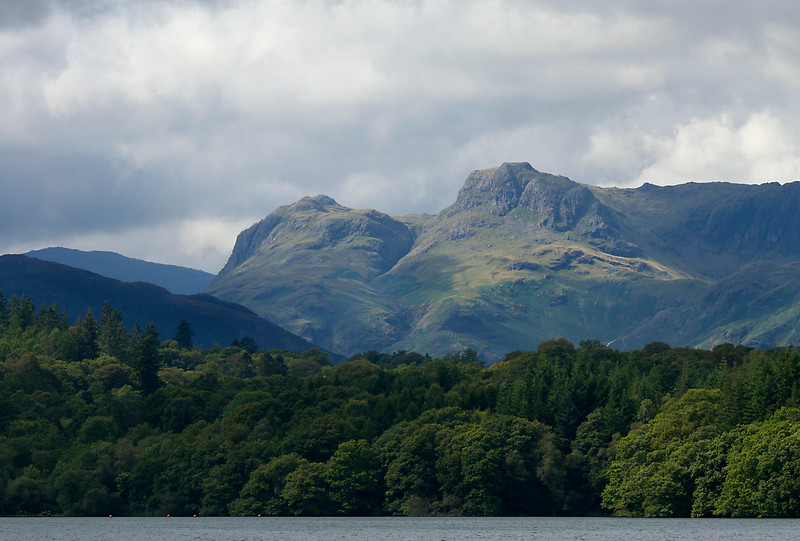 Langdale pikes from the lake.jpg